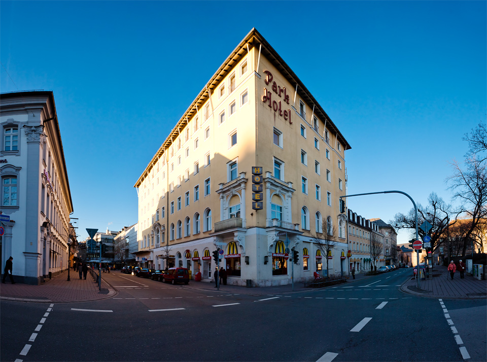 Rudolf-Breitscheid-Straße und Park Hotel Fürth