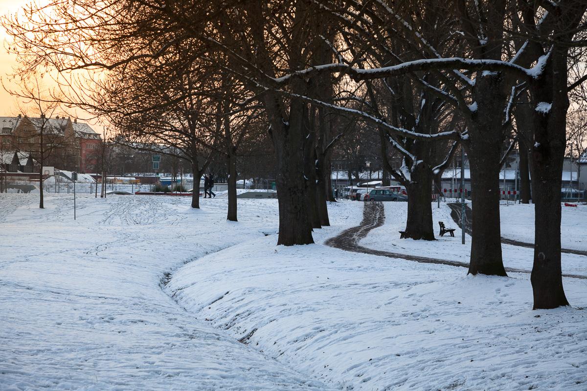 Verschneite Fußgängerzone