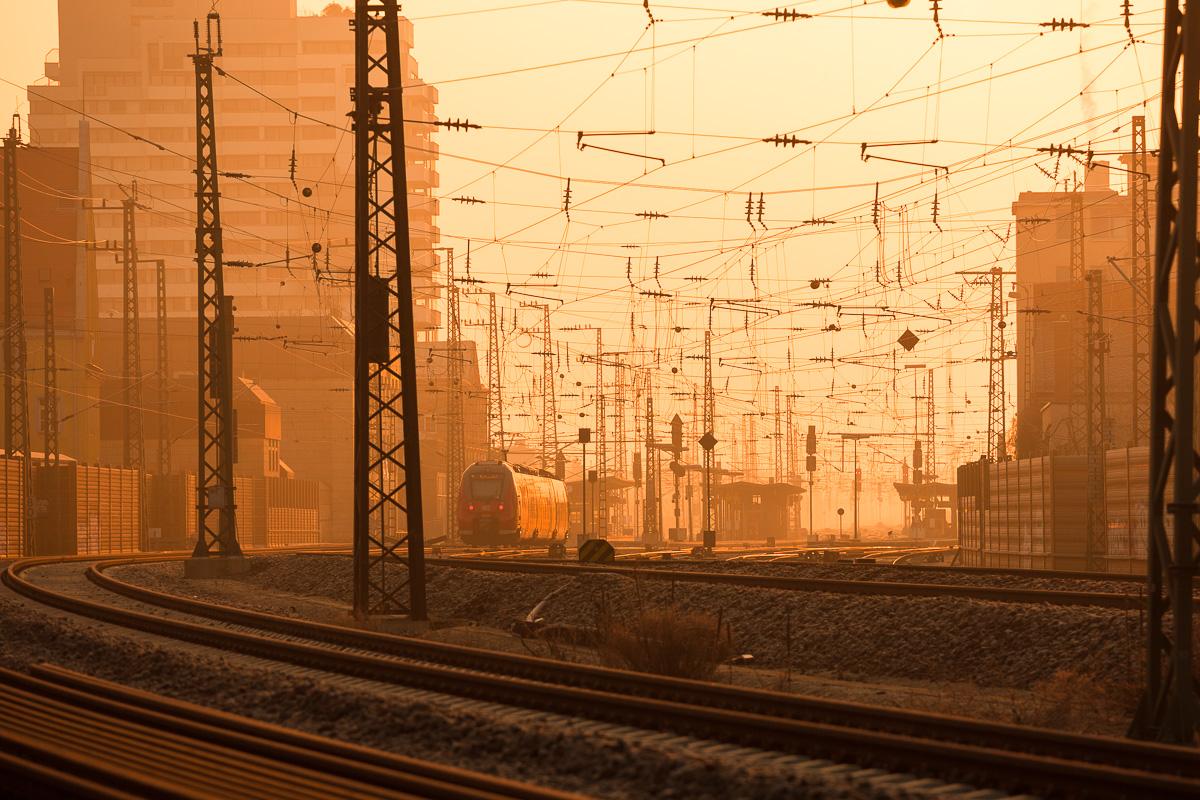 Hauptbahnhof Fürth bei Sonnenaufgang