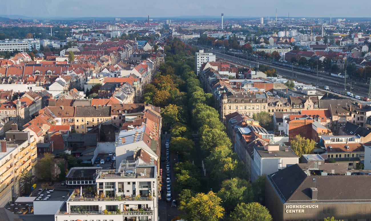 Willy-Brandt-Anlage Fürth mit Blick nach Nürnberg