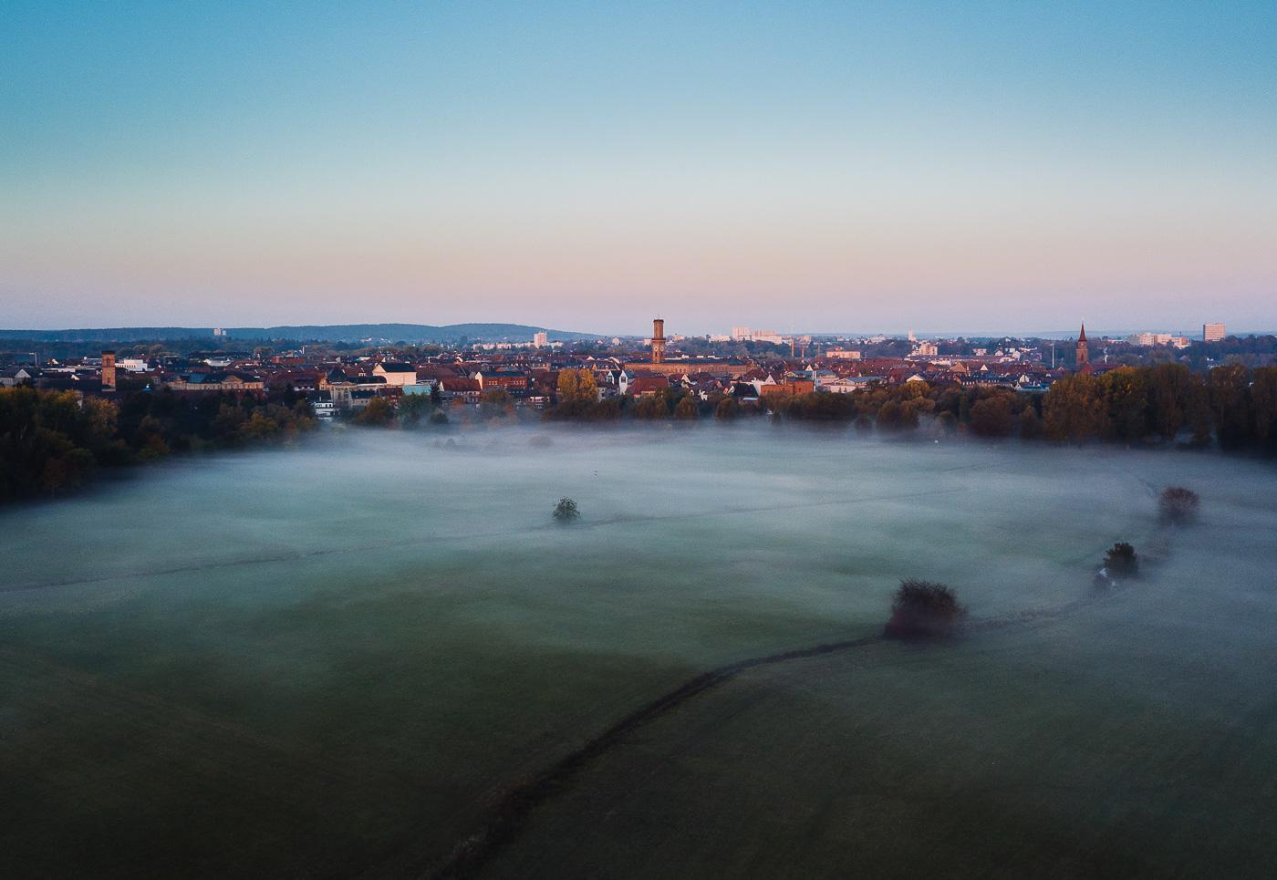 Fürth im Nebel Wiesengrund