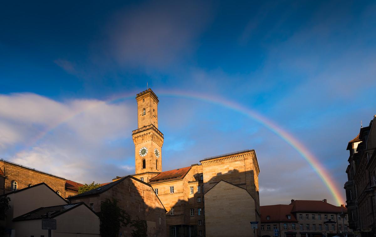 Regenbogen über dem Fürther Rathaus