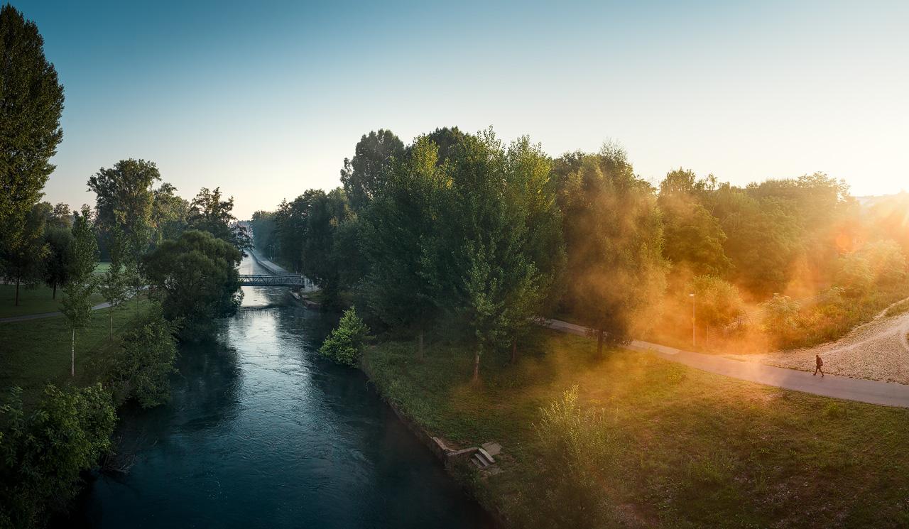 Sonnenaufgang über der Rednitz an der Fürther Uferpromenade
