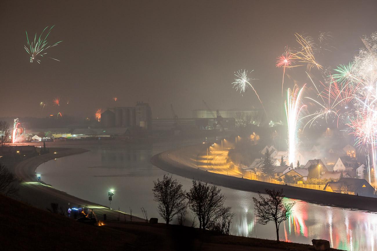 Feuerwerk über dem Fürther Hafen und Main-Donau-Kanal