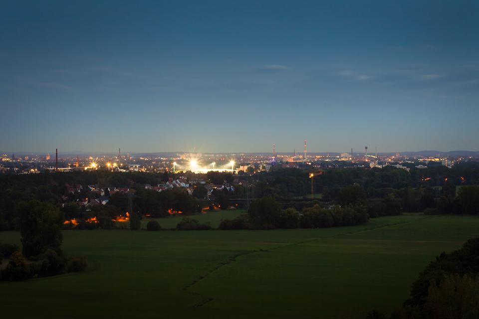 Stadion Fürth bei Nacht, Wiesengrund