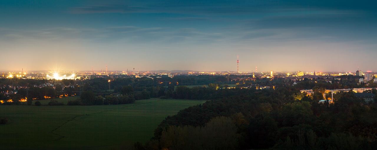Panorama Fürth bei Nacht, Stadion, St.Michael Kirche, Rathausturm