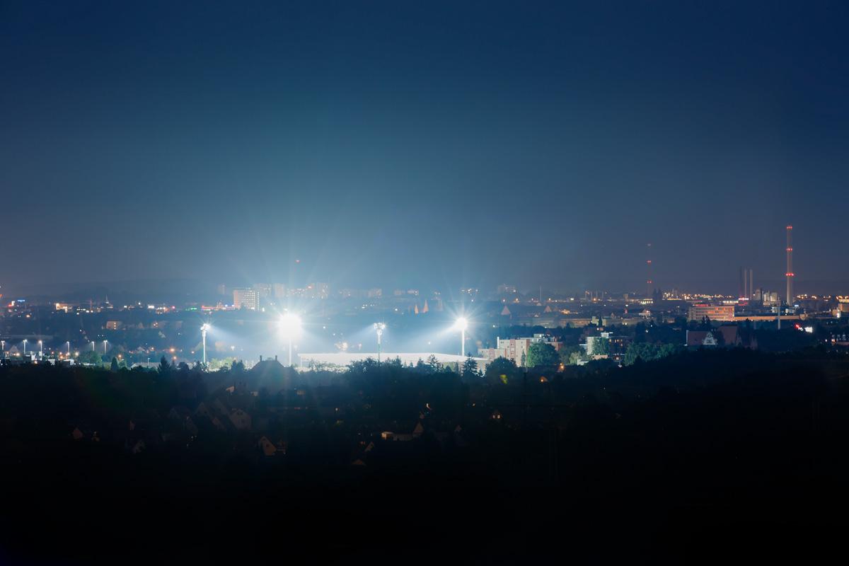 Sportpark Ronhof bei Flutlicht