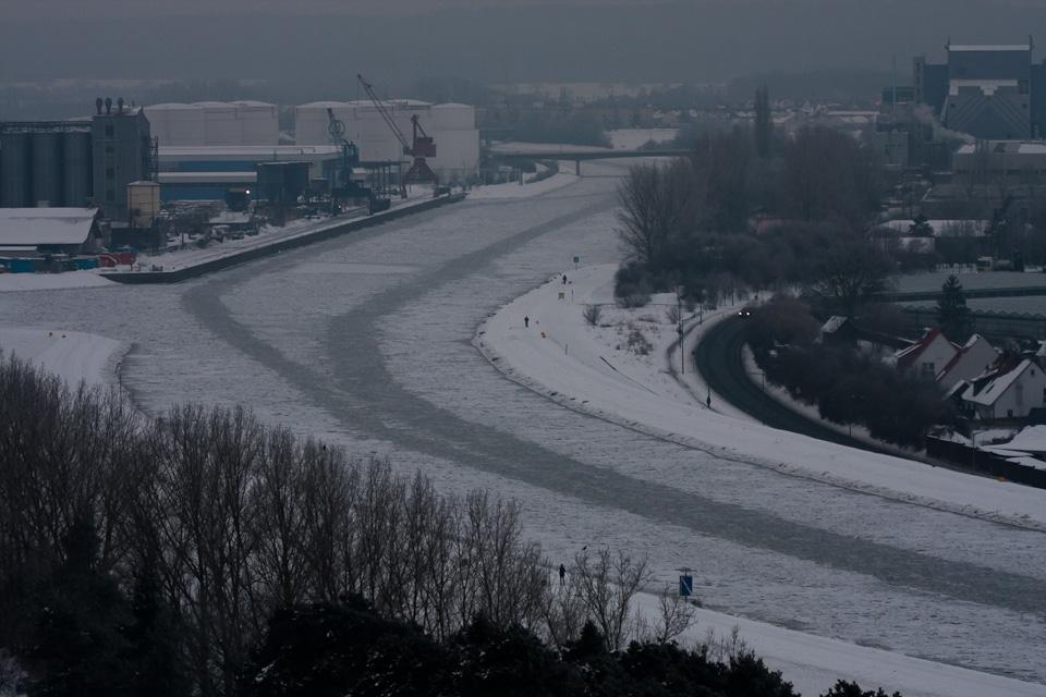 Gefrorener Main-Donau-Kanal