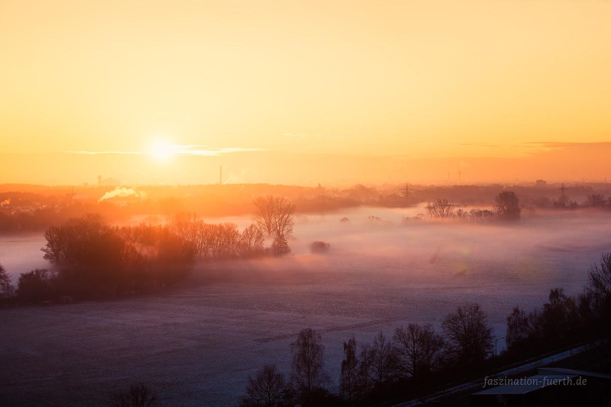 Sonnenaufgang Fürther Müllberg im Nebel