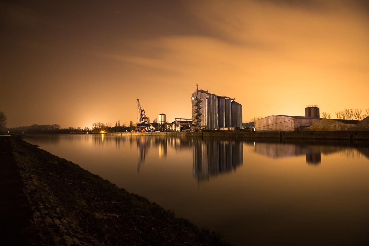 Fürther Hafen bei Nacht am Main-Donau-Kanal