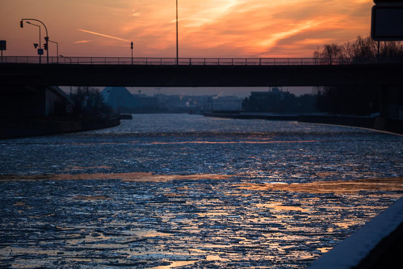 zugefrorener Main-Donau-Kanal